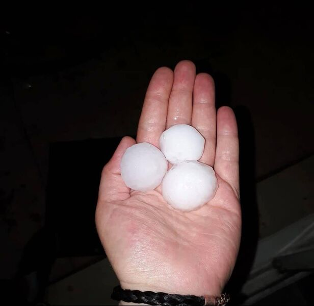 Datei:20190630 02 Hail Founex VD Meteo Robin Facebook.jpg